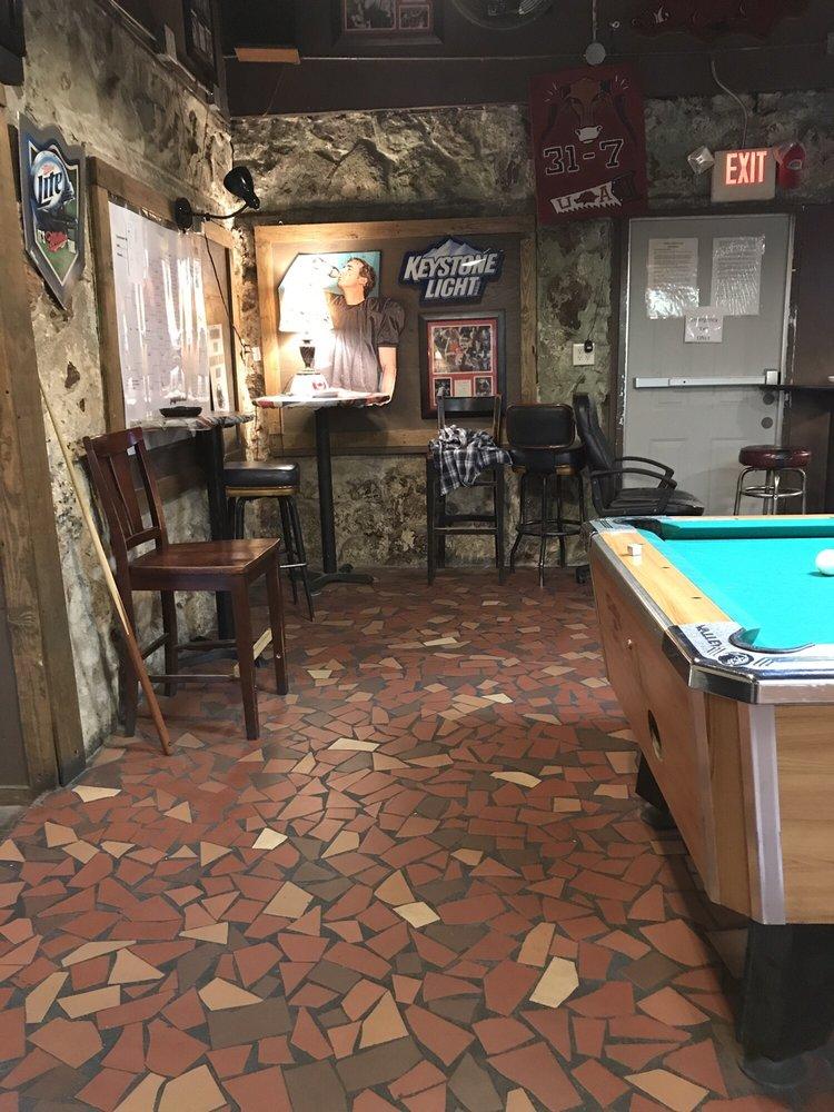 Arrow Bar: 112 E 5th St, Texarkana, AR