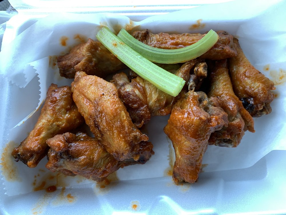 Juicy Wing & Seafood: 620 Cypress Gardens Blvd, Winter Haven, FL