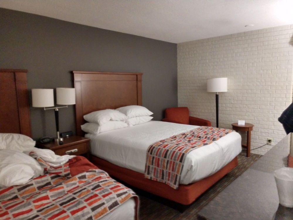 Drury Inn & Suites- Joplin: 3601 Rangeline Rd, Joplin, MO