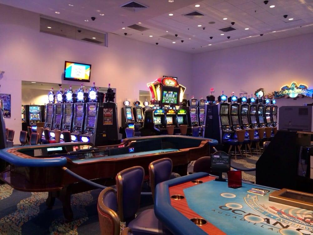 300 Lounge: NE Rd, Aguadilla, PR