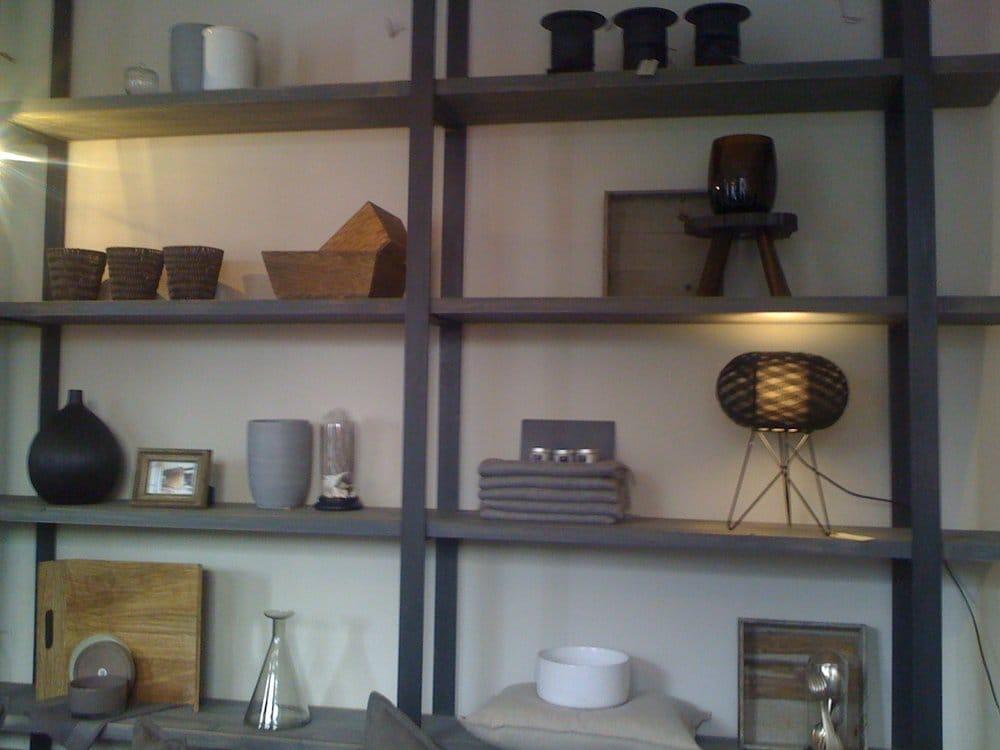 les curieuses magasin de meuble 4 rue oberkampf. Black Bedroom Furniture Sets. Home Design Ideas