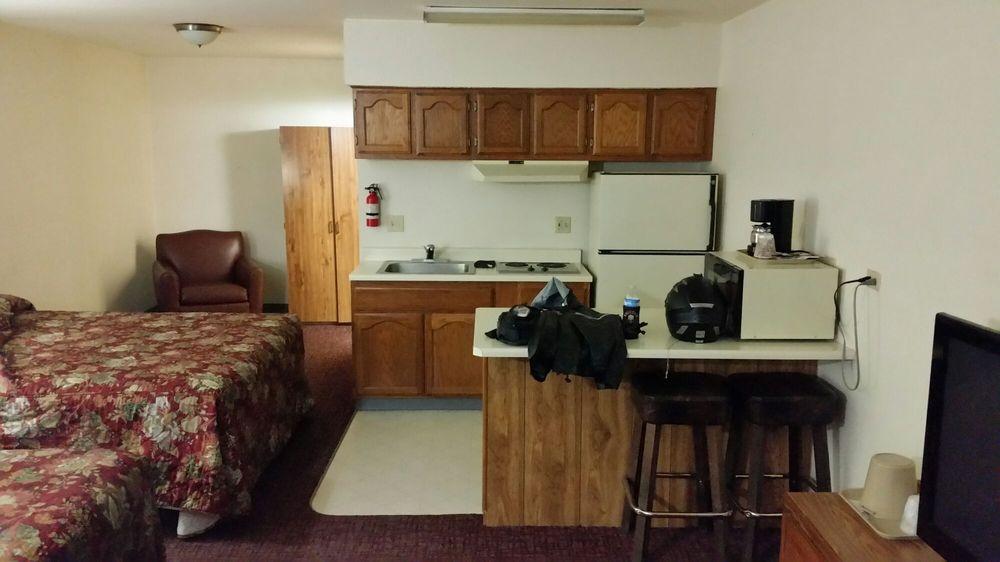 Royal Inn: 1435 Cornell Ave, Lovelock, NV