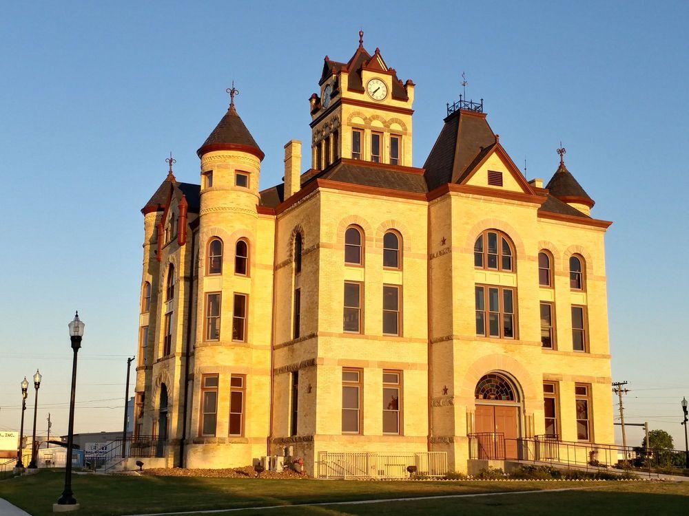 County of Karnes: 113 N Panna Maria Ave, Karnes City, TX