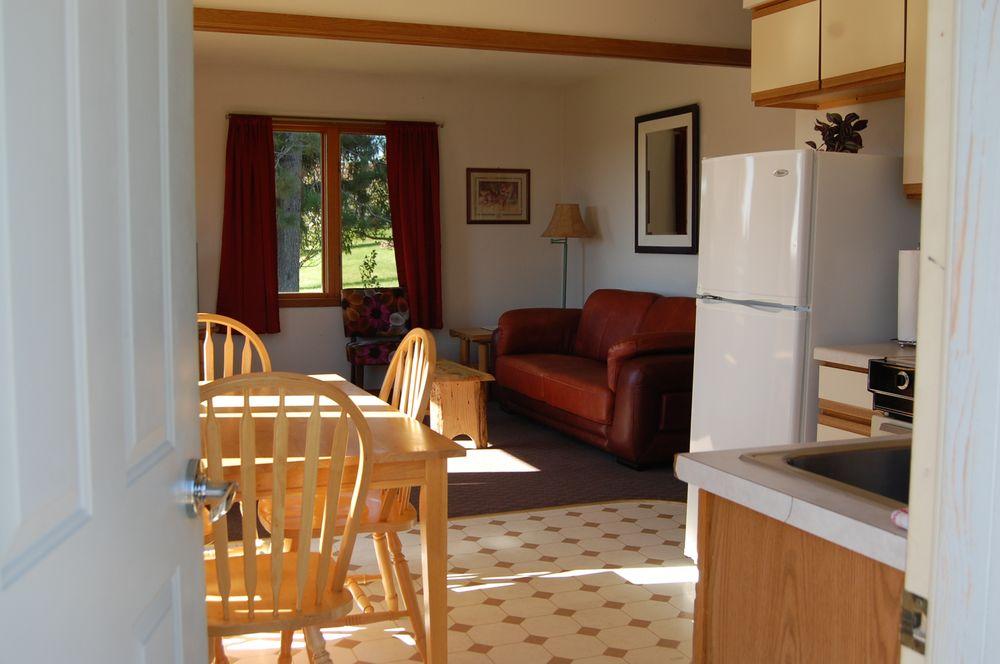 Northwoods Inn & Cottages: 3716 Main St, Barnum, MN