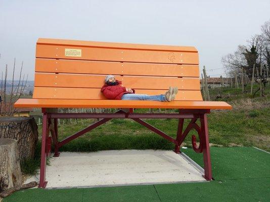 Panchina Gigante Arancione Monumentiluoghi Storici E Dinteresse