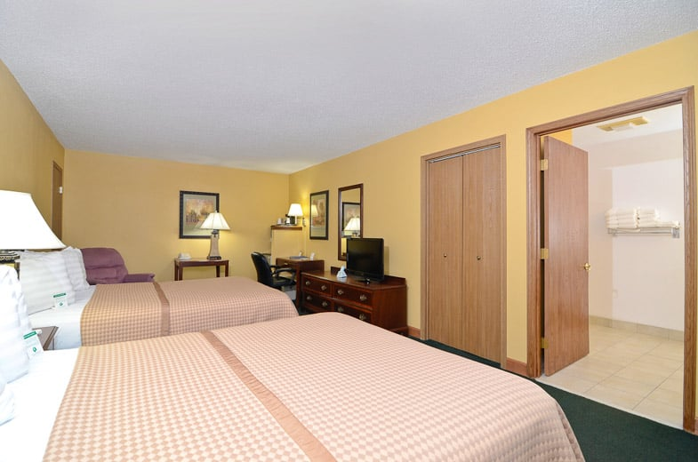 Americas Best Value Inn: 1315 N State St, Iola, KS