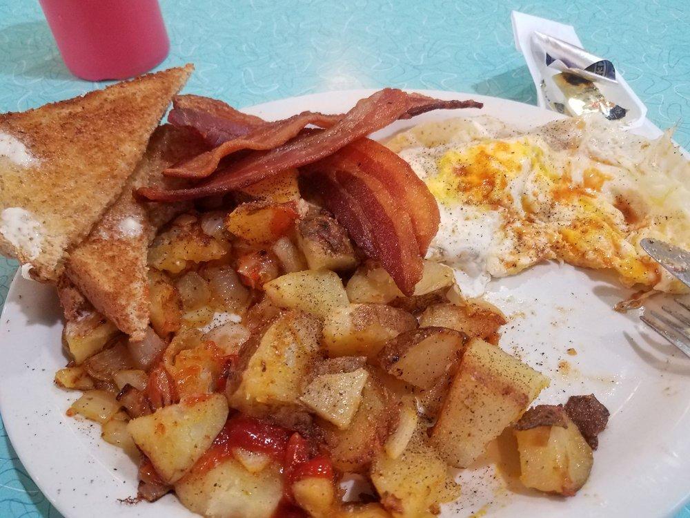 Wayne's Cafe: 1961 US Highway 8, Saint Croix Falls, WI