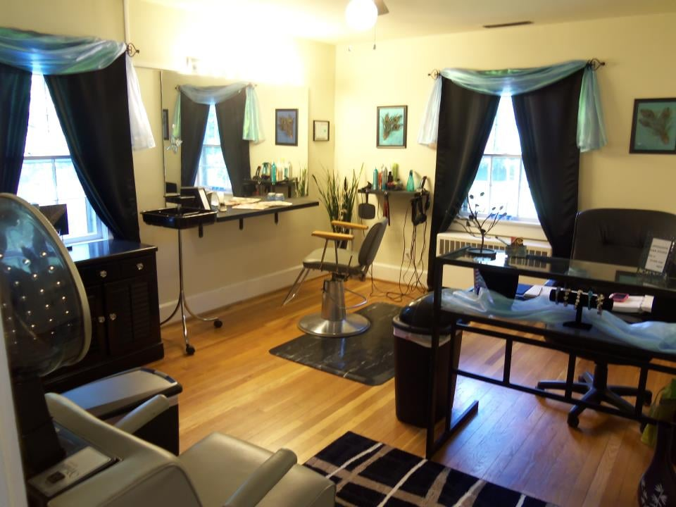 Uppercuts Hair Studio: 204 Sanford Rd, Pittsboro, NC