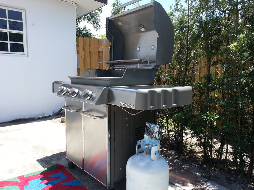 Nice Clean Weber Grill With A Full Propane Tank Delivered