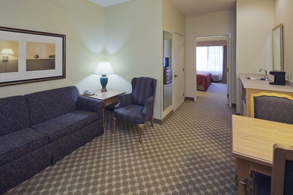Country Inn & Suites by Carlson-Clinton: 2224 Lincoln Way, Clinton, IA