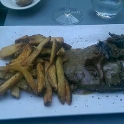 L'Isard - Tarbes, Hautes-Pyrénées, France. Bavette sauce aux champignons et frites.