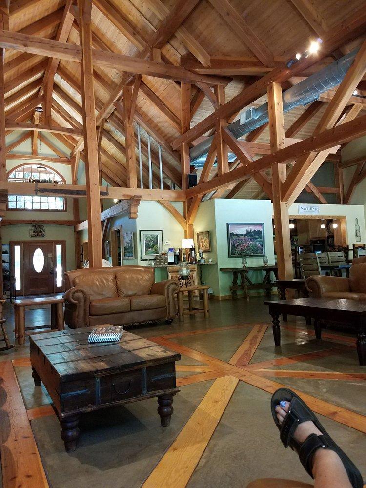 Black Bear Inn: 1343 Oak Cir, Arnold, CA
