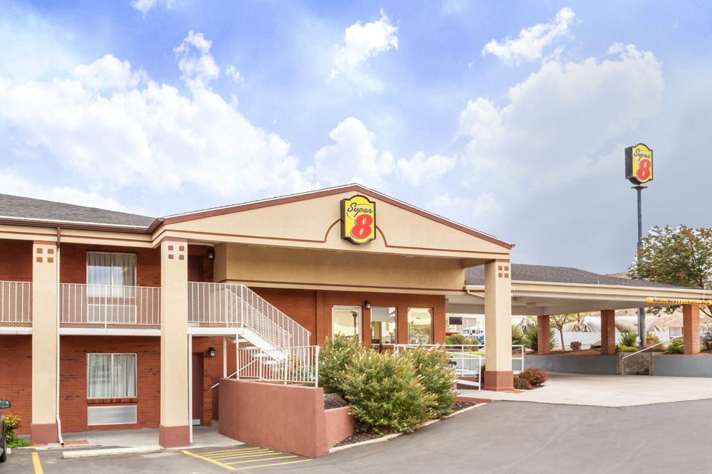 Super 8 by Wyndham Salina/Scenic Hills Area: 375 East 1620 South, Salina, UT
