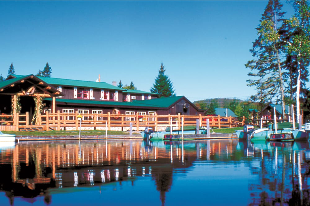 Tall Timber Lodge & Cabins: 609 Beach Rd, Pittsburg, NH