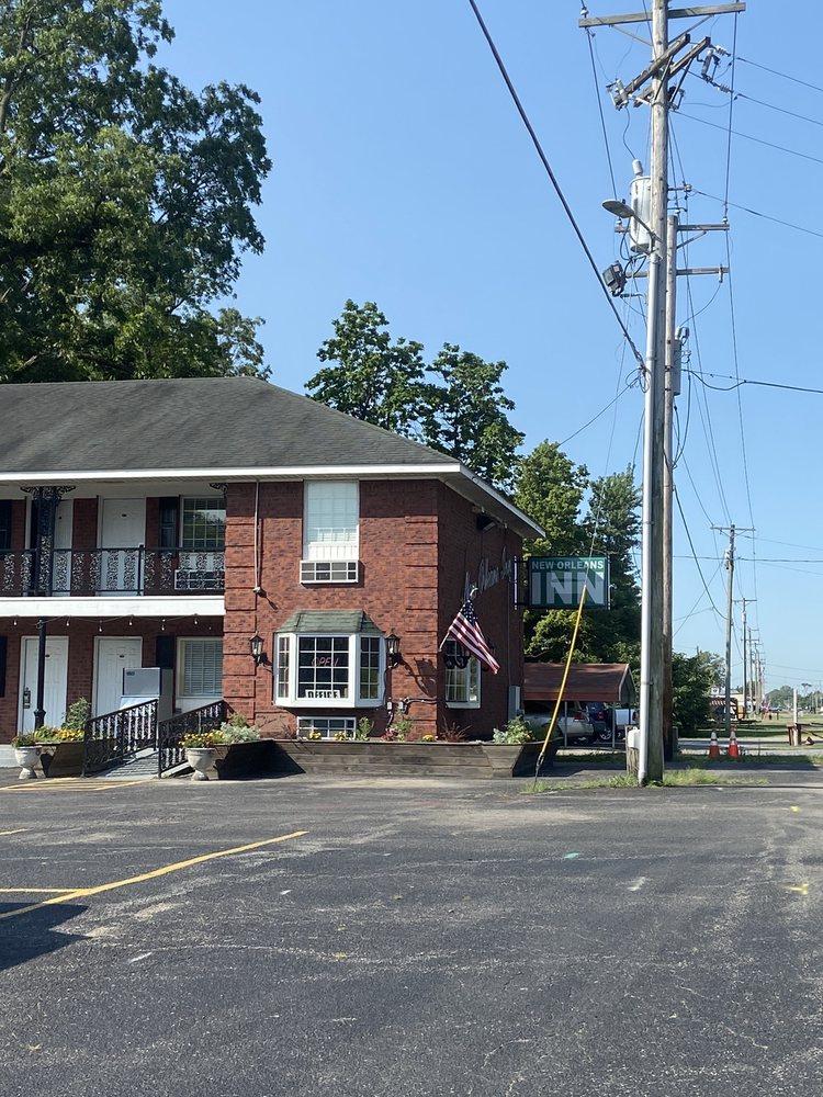 Billy's New Orleans Inn: 608 N US Highway 61, Portageville, MO