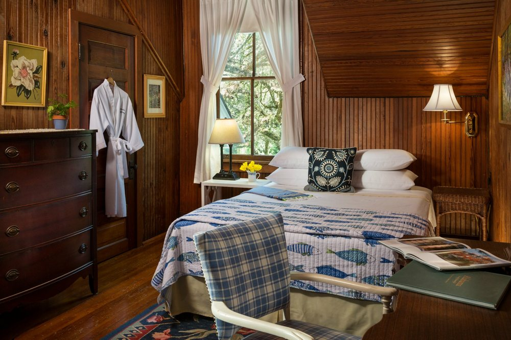 Magnolia Springs Bed & Breakfast: 14469 Oak St, Magnolia Springs, AL