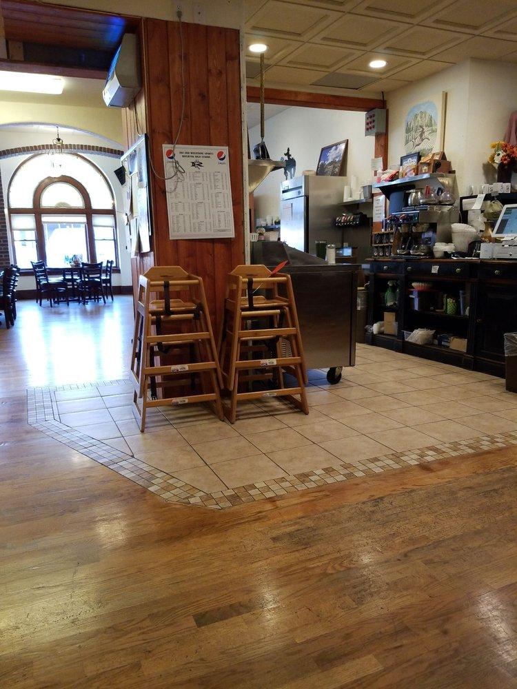 Cowboy Cafe: 203 E Main St, Riverton, WY