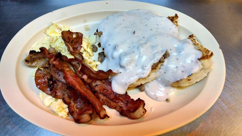 D & M Diner: 1100 E Houston St, Cleveland, TX