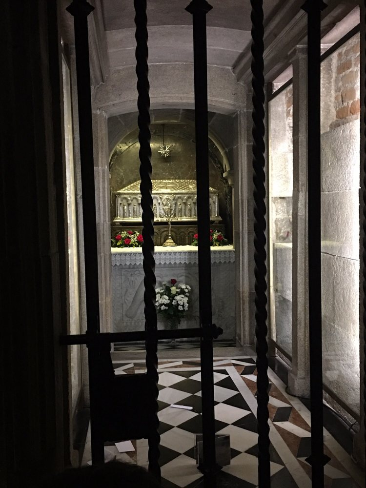 Tomb of st james yelp for Cerrajeros santiago de compostela