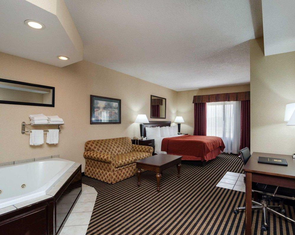 Quality Inn & Suites: 930 E Main St, Abingdon, VA