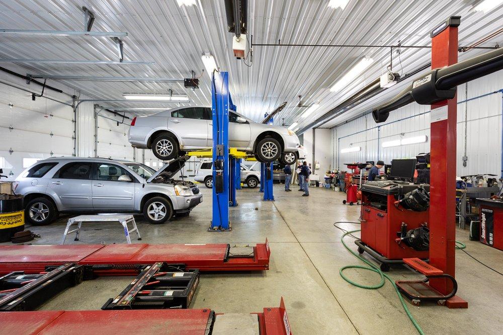 Bulldog Automotive: 706 E Franklin St, Mahomet, IL