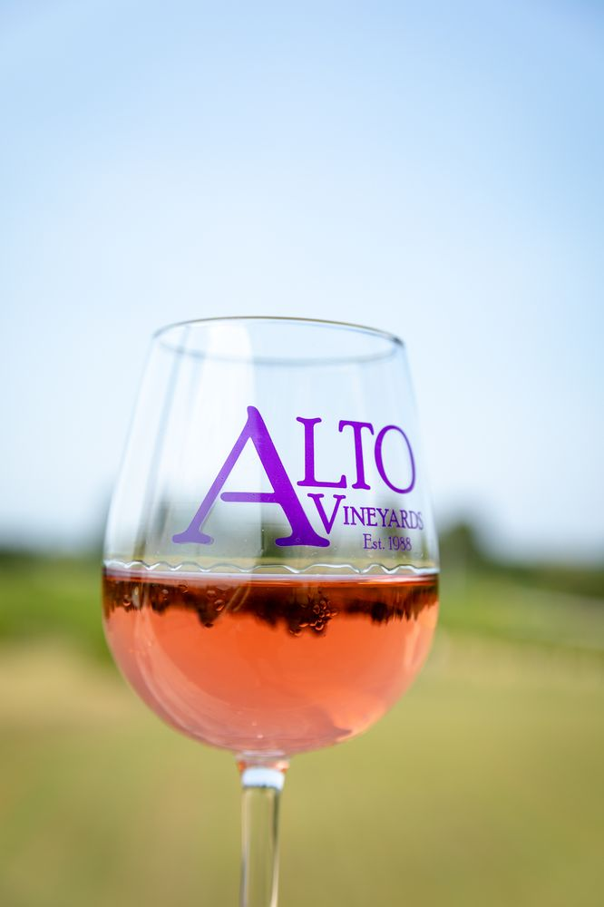 Alto Vineyards: 8515 State Rt 127 N, Alto Pass, IL