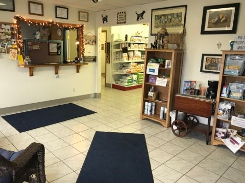 Juneau Veterinary Clinic: 525 S Fairfield Ave, Juneau, WI