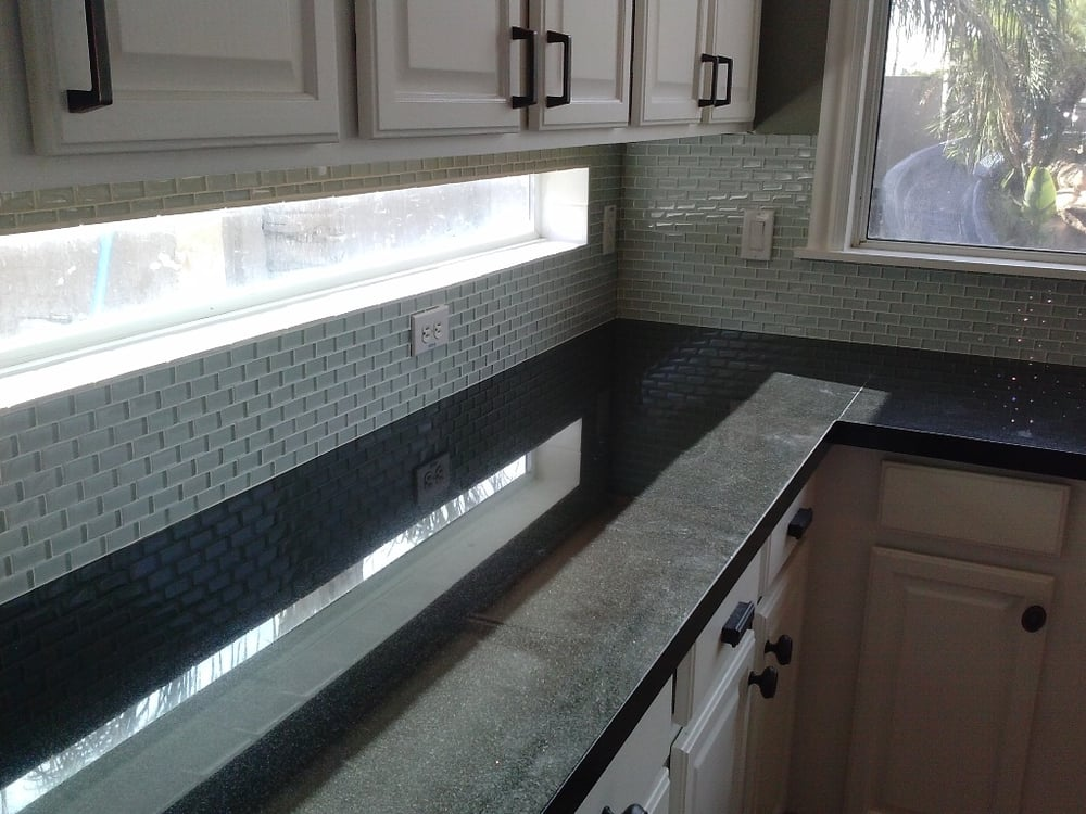 Groovy Gorgeous Custom Backsplash With Subway Tiles Lining The Beutiful Home Inspiration Cosmmahrainfo