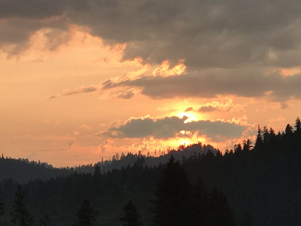 Klamath River Resort Inn: 61700 Hwy 96, Happy Camp, CA