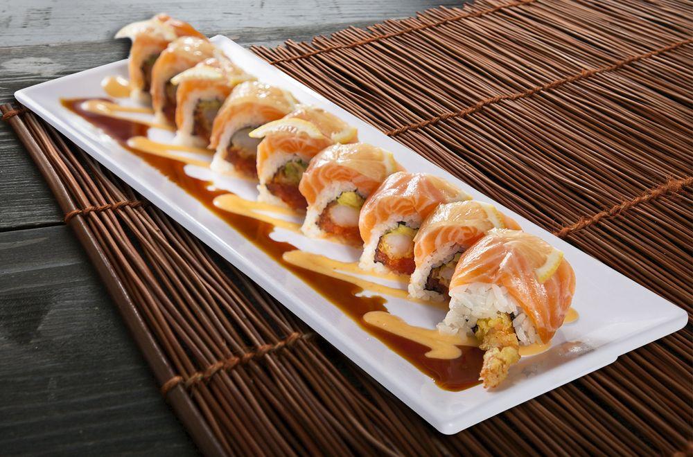 Food from Giant Ramen & Sushi
