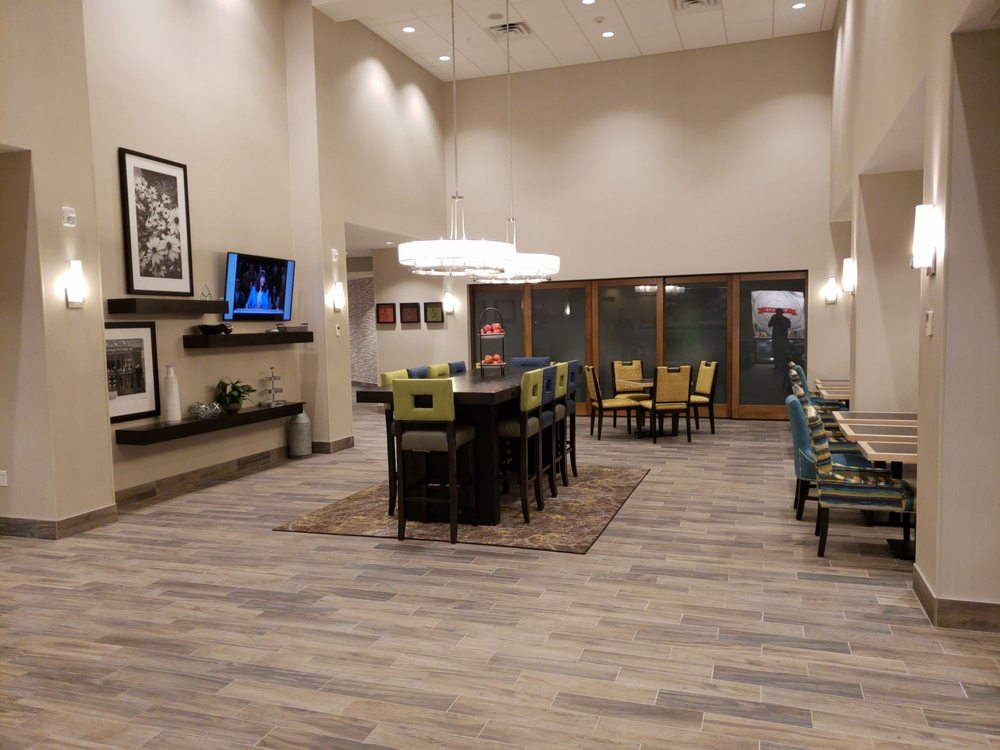 Hampton Inn & Suites Burlington: 3001 Winegard Dr, Burlington, IA