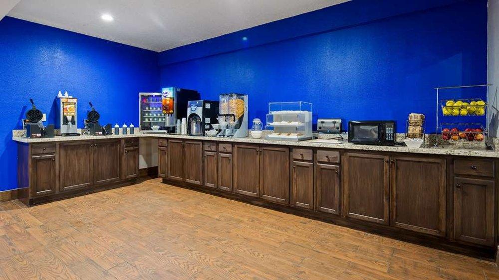SureStay Hotel by Best Western Laredo: 4820 San Bernardo Ave, Laredo, TX