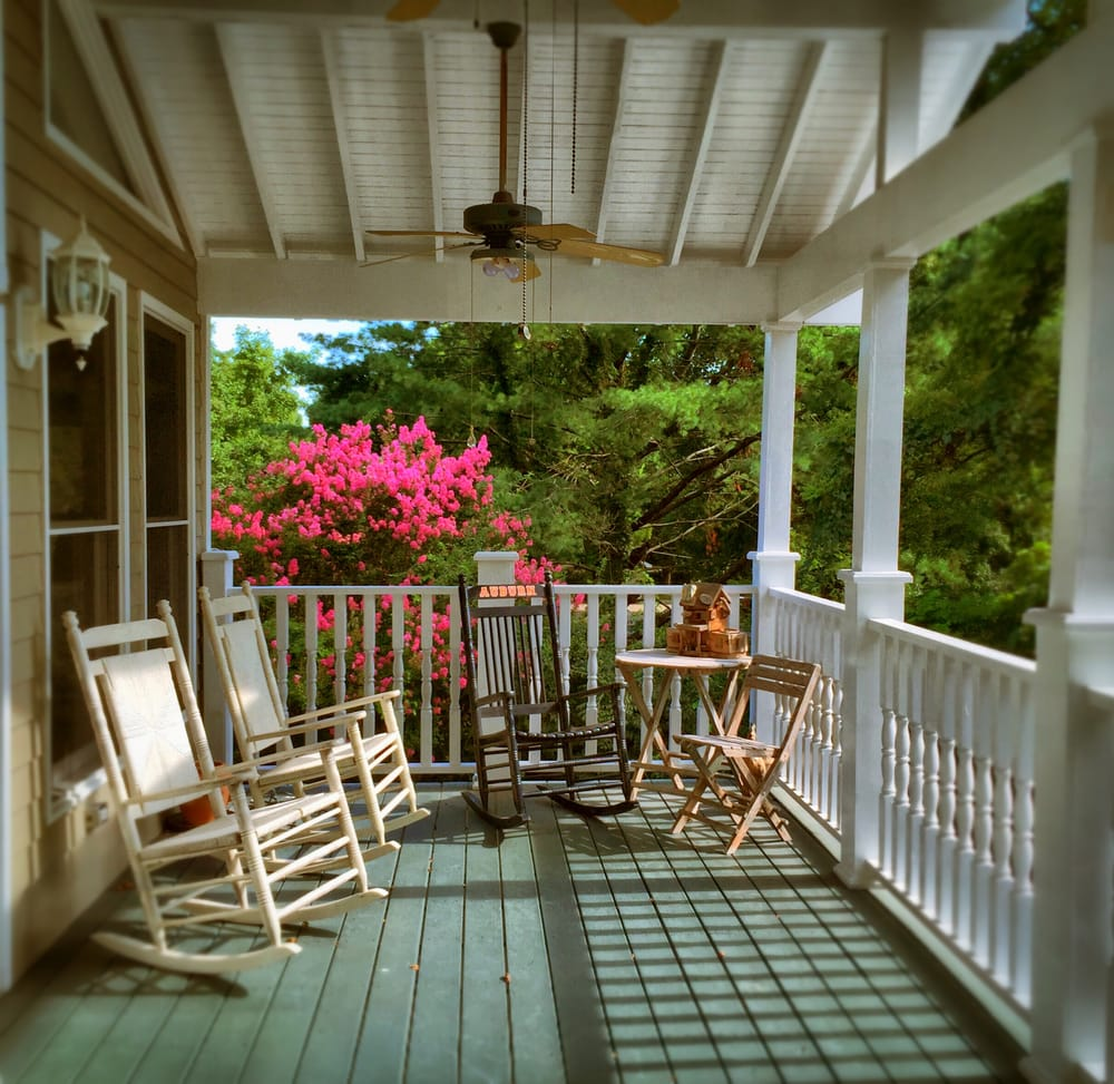 Magnolia House Bed & Breakfast: 1317 Columbia Ave, Franklin, TN