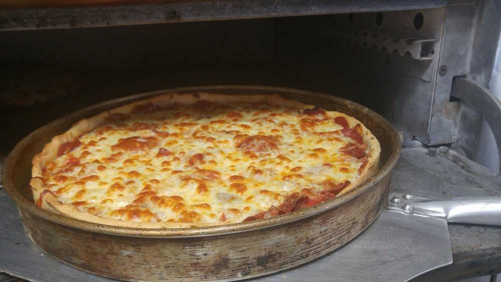 Thee Upper Crust Pizzeria: 109 N Main St, Pardeeville, WI