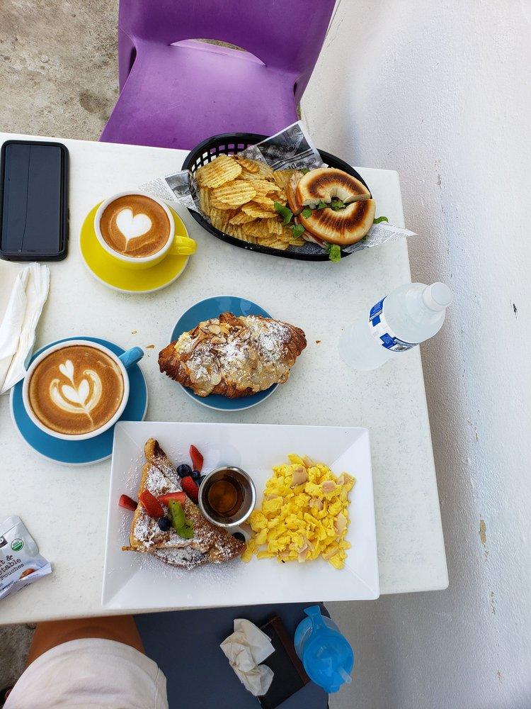 Blac Flamingo Coffee: Cll Jesus M Ortiz 10, Culebra, PR