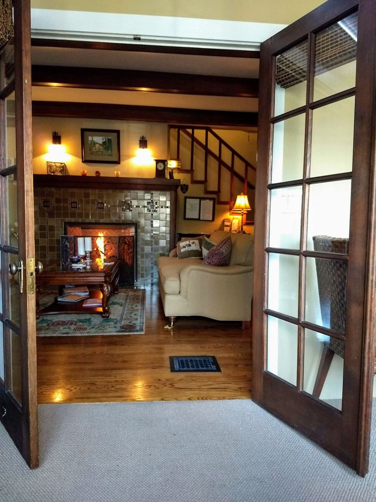 Lara House Bed and Breakfast: 640 NW Congress St, Bend, OR