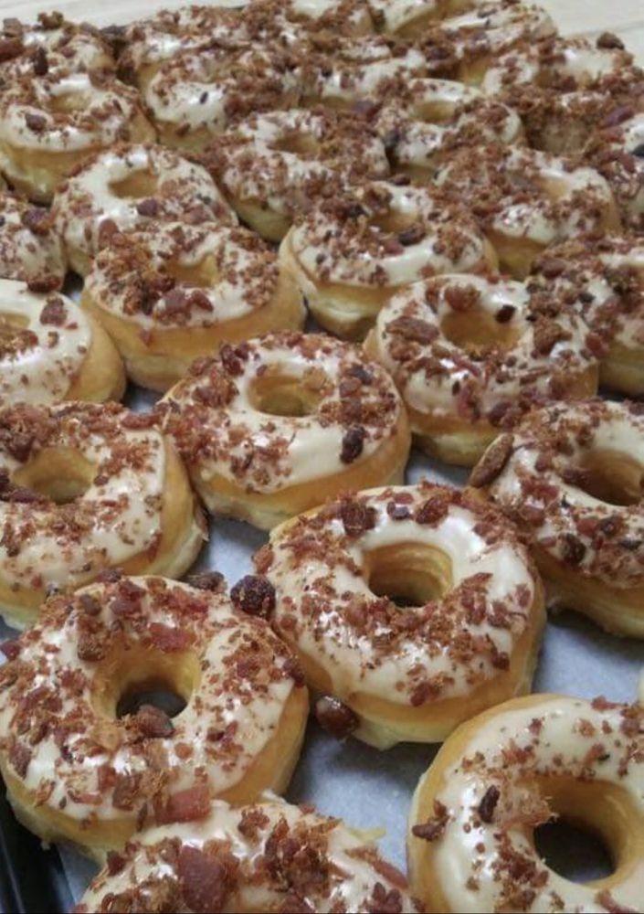 Donuts: 926 NE Main St, Simpsonville, SC