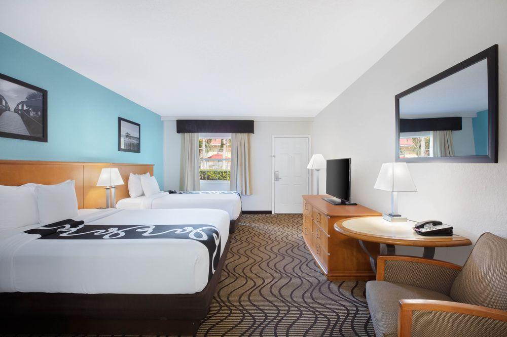 La Quinta Inn by Wyndham Cocoa Beach-Port Canaveral: 1275 North Atlantic Ave, Cocoa Beach, FL