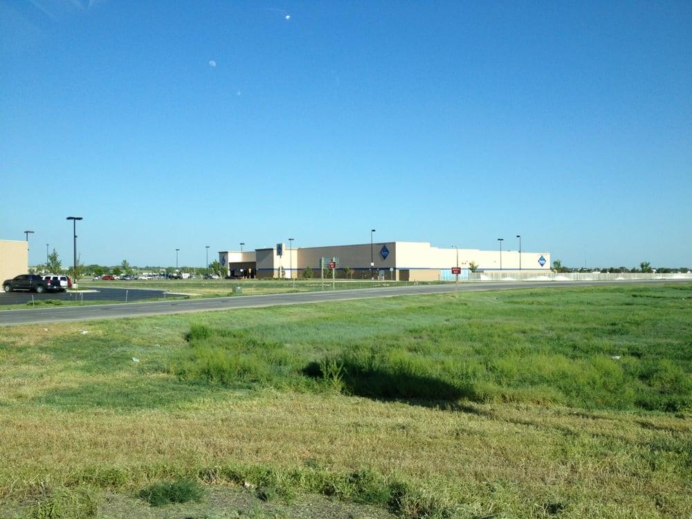Sam's Club: 3010 Larue St, Garden City, KS