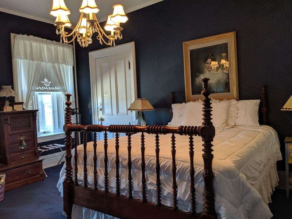 Victorian Inn Bed and Breakfast: 702 20th St, Rock Island, IL