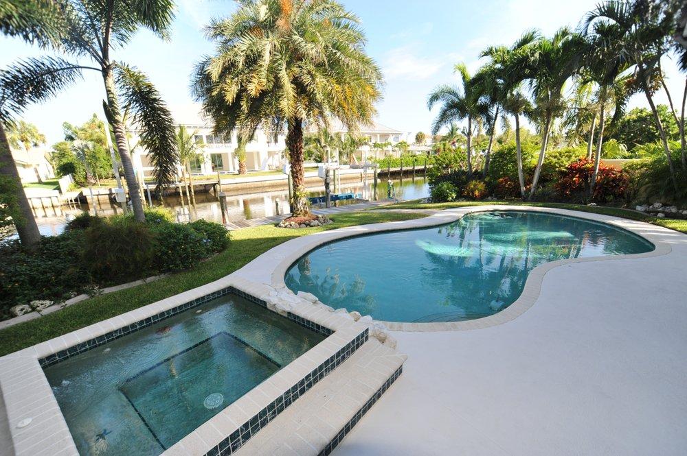 Coastal Cottages AMI Vacation Rentals: 9908 Gulf Dr, Anna Maria, FL