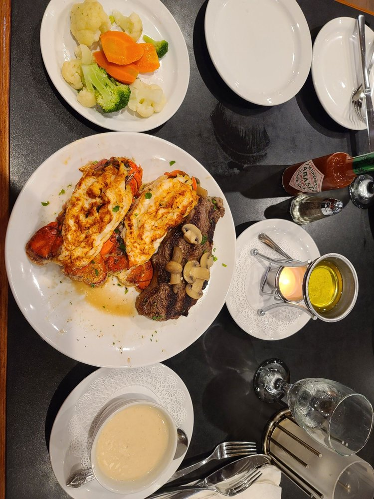 Outriggers Steak and Seafood: 2352 172nd St, Lansing, IL