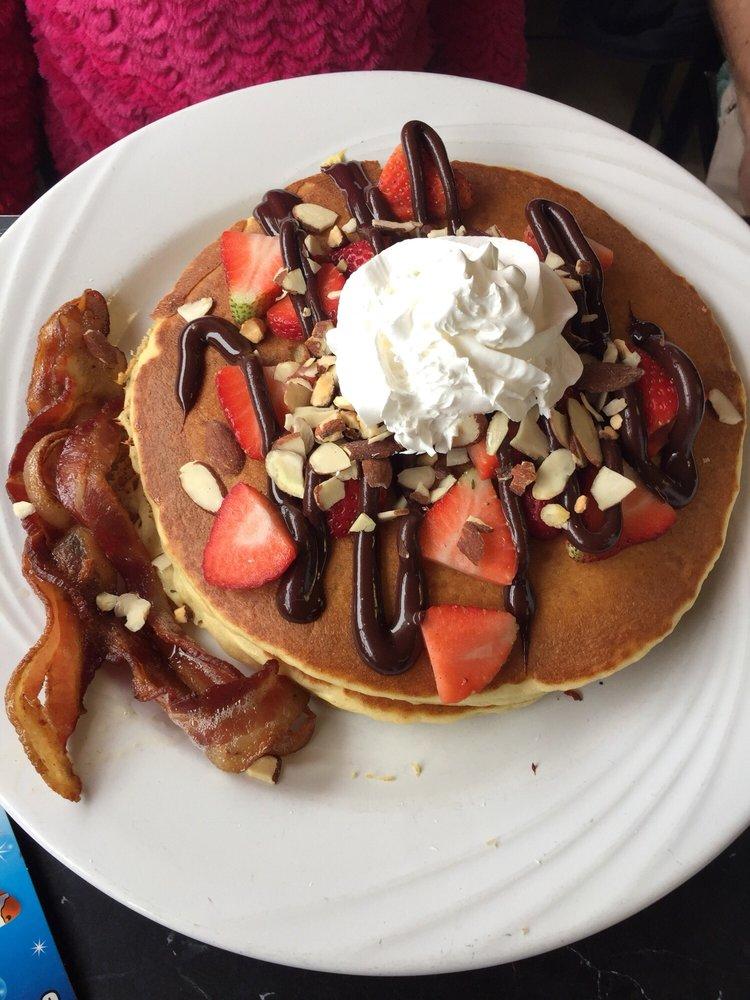 Roosters Cafe & Grill: 5785 Northampton Blvd, Virginia Beach, VA