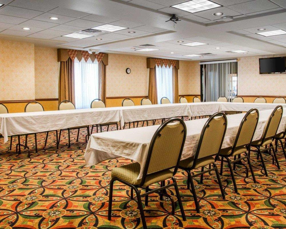 Comfort Suites: 3700 Speedway Drive, Findlay, OH