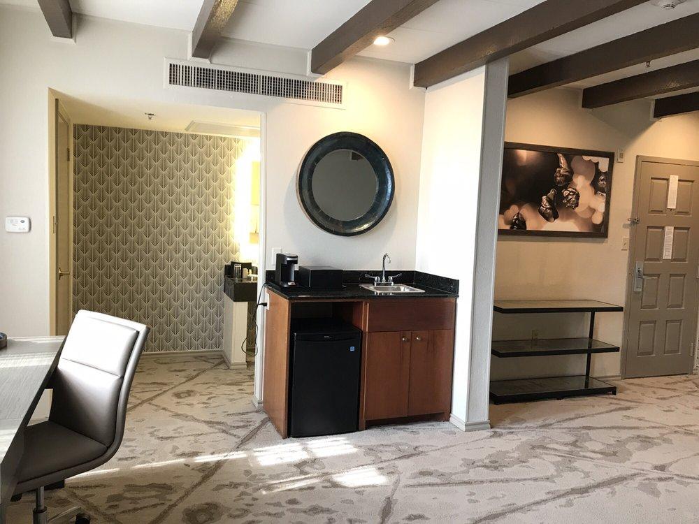 Casa De Palmas Renaissance McAllen Hotel: 101 N Main St, McAllen, TX