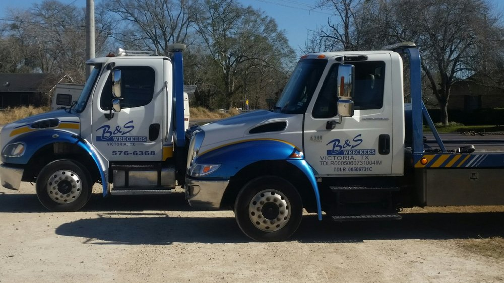 B & S Wreckers: 919 Old Goliad Rd, Victoria, TX