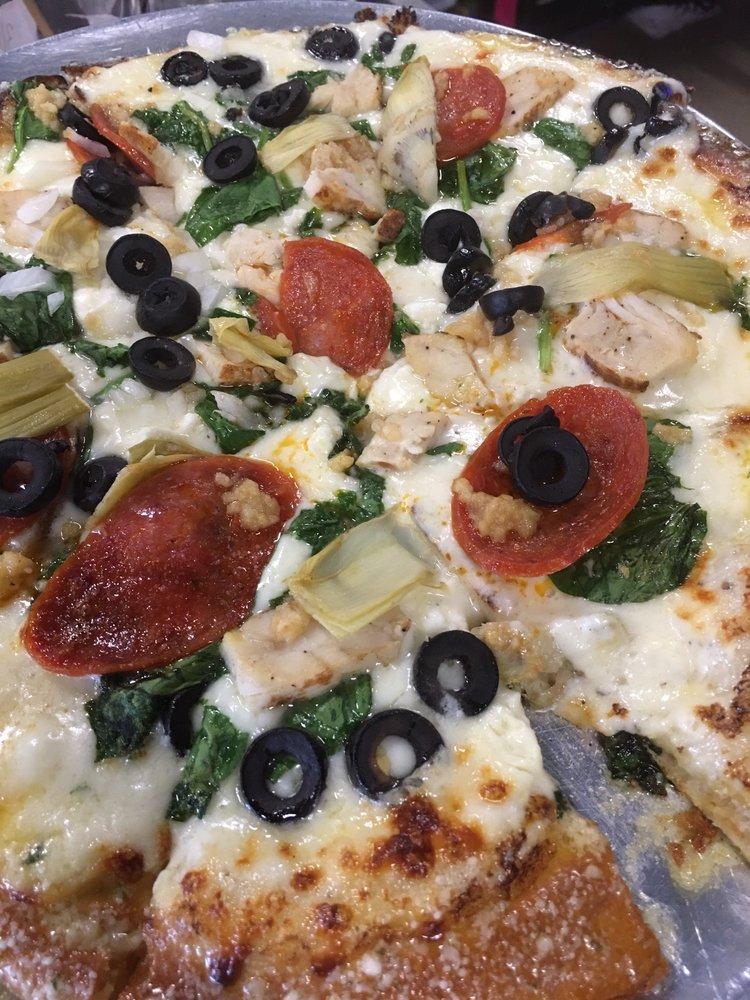 Trackside Pizzeria and Pub: 116 S Park Ave, Calhoun, GA