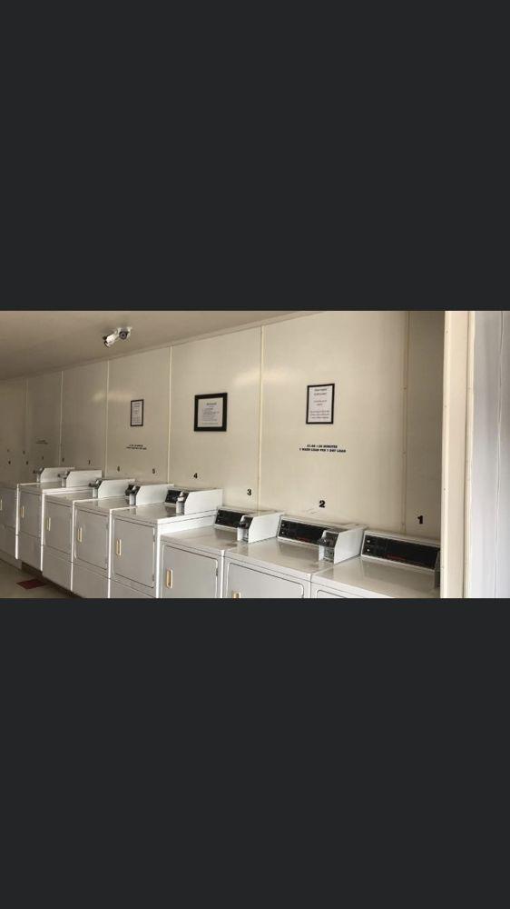 Big Oak Laundry: 13240 State Hwy 20, Clearlake Oaks, CA