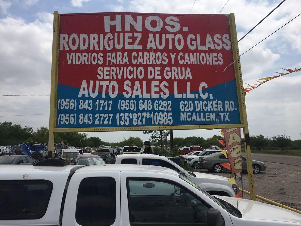Rodriguez Auto Glass >> Hermanos Rodriguez Auto Glass Windshield Installation