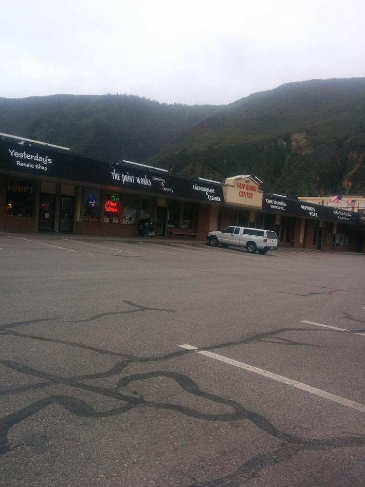 Starbrite Laundromat & Cleaners: 1605 Grand Ave, Glenwood Springs, CO